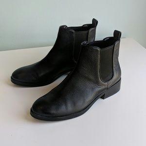 Women's Cole Haan Landsman black leather bootie 7B
